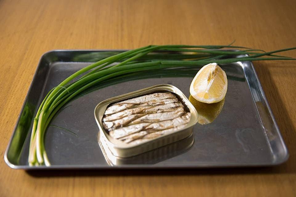 ツレヅレハナコの一人呑み晩酌焼きオイルサーディン缶 おつまみレシピ