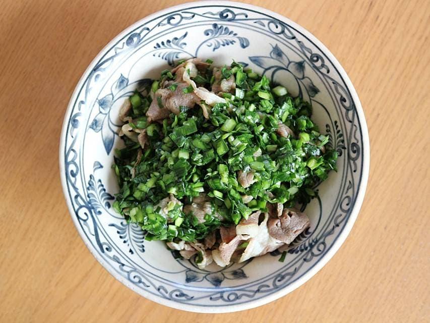 ツレヅレハナコの夜のひとり呑みレシピ ニラ ラム肉 しゃぶしゃぶ羊のニラみそあえ おひとりさま ツレヅレハナコ レシピ 春 食材 羊 しゃぶしゃぶ ツレハナ 豆腐