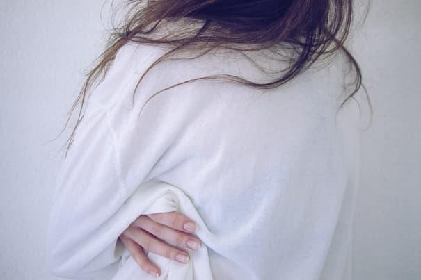 セックスが下手な男性に困って悩んでいる女性の写真