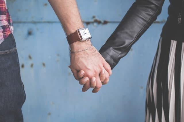 まったく好みのタイプとは違う男性と結婚した女性の画像