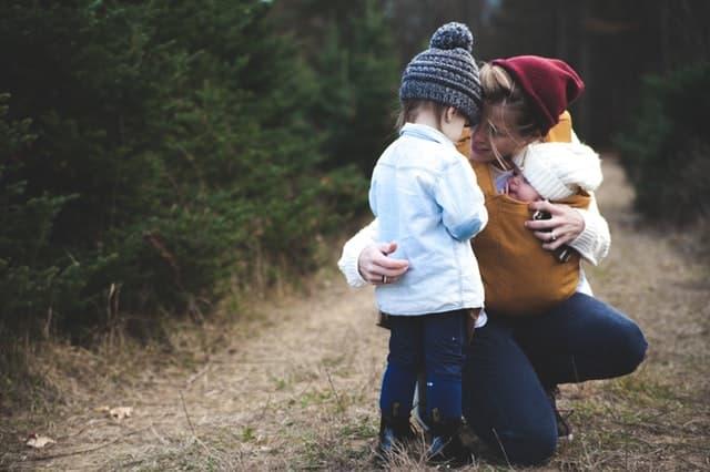 「良いママ」の規範から逃げきることができない母親の画像