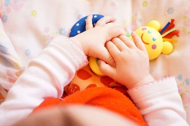赤ちゃんの手の画像