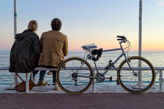 2人の問題を2人で向き合っていこうとする夫婦の画像