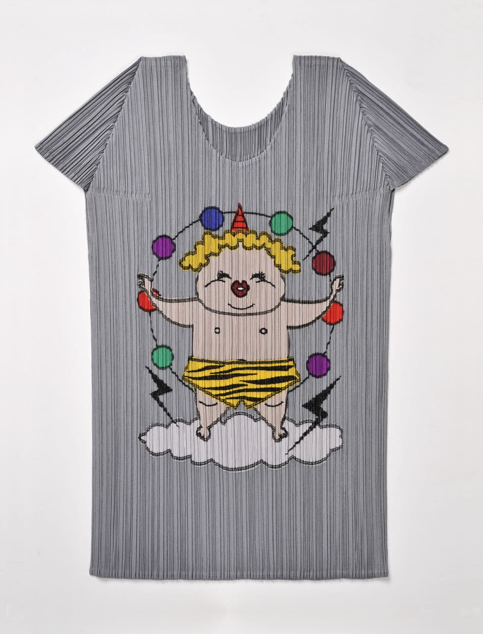 雷CHAN Tシャツ ¥16,800 / PLEATS PLEASE ISSEY MIYAKE