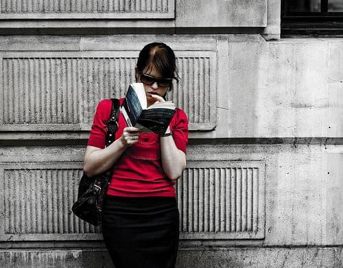 Girl Reading By o5com