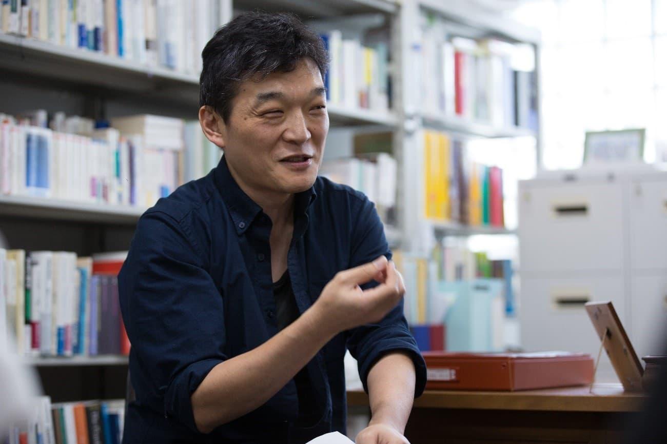 東京大学准教授・出口剛司先生