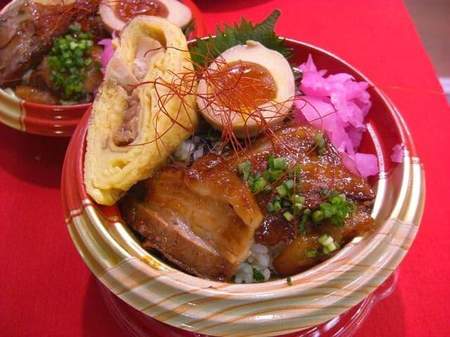 志布志黒豚三昧丼