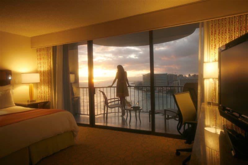 MARR_Waikiki_GuestroomSunset