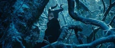 """裏切りで全てを失った女の復讐劇!『眠れる森の美女』を""""悪役""""視点から見る『マレフィセント』"""