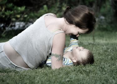 濃厚セックスで奪い合う!牡の本能で息子を振り回す行き過ぎた母性/『実母と義母の誘い ふたりの母』(後編)