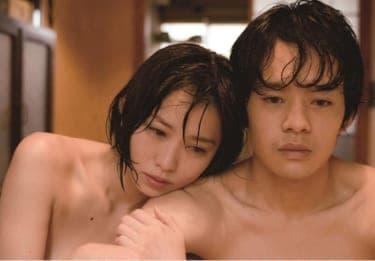 男は身体だけを求め、女はそれを愛と思い込む。現役女子高生が描いた衝撃作『海を感じる時』