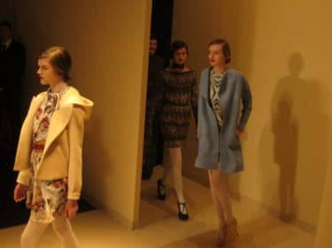 パリコレ最新ファッションで、恋心がヒートアップ?