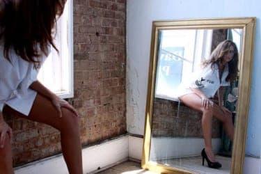 鏡の前に立たせて後ろから手コキ!男が虜になるエロいプレイができる小道具4選(前編)