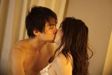 キスでたっぷり焦らされて体が勝手に熱くなる…!セックスにたどり着くまでの過程が楽しめる作品3選