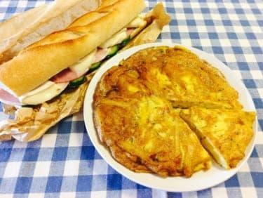 紅葉の季節のピクニックは大人の贅沢!恋人とたべたい「ハムとカマンベールチーズのバケットサンド」