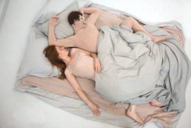 「セックスしよっ!」とは決して言いません。新規セフレをベッドに誘う方法
