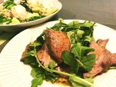お正月料理にもう飽きた!お買い得な赤身肉が大変身「牛肉とルッコラのタリアータ」