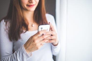 誰でも恋人のSNSにアクセスできる時代。不都合な写真は削除すべきか?