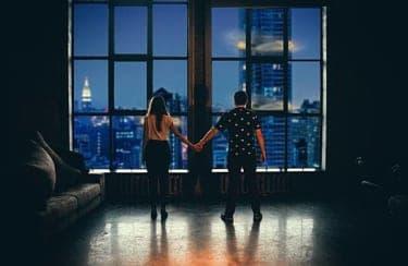 一夜の関係が割り切れる人と、「男女の友情」は成立すると思う人との差