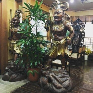 聖観音像と相席?店内の至るところに仏像がある純喫茶『篝(かがり)』