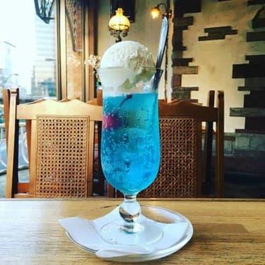 長くなった夕暮れを眺め「青のクリームソーダ」で夏の訪れを待つ
