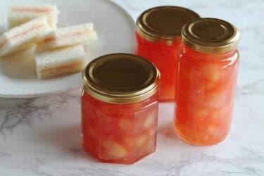 おいしい桃が1年中楽しめる手作りジャム!色鮮やかなピンクにするコツ