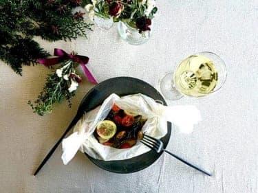 余ったハーブは「スワッグ」に!独り身のクリスマスを彩る鱈とハーブの包み焼き
