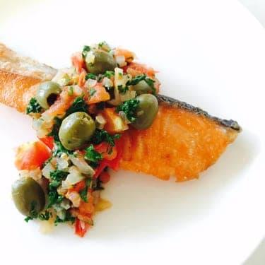 シンプルがゆえのこの旨さ!!野菜もとれちゃう「秋鮭のムニエル プロヴァンス風」
