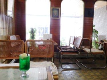 パンダ号に揺られ、たどり着いたのはトロピカルな雰囲気漂う「純喫茶まるき」