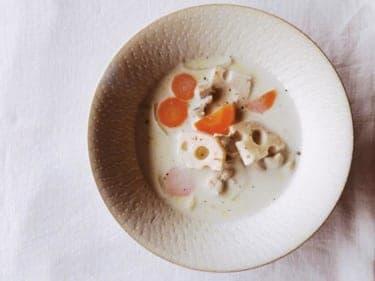暮らしの知恵がつまった「根菜と鶏肉のミルクスープ」/新月レシピ