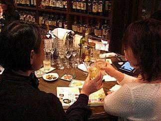ツレヅレハナコ×新久千映「ひとり飲み女子」対談自分のペースで好き勝手できるのが家飲みの醍醐味!