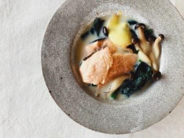2/20はスーパームーン!月光浴とヘルシーな料理を「鮭とほうれん草の豆乳煮込み」