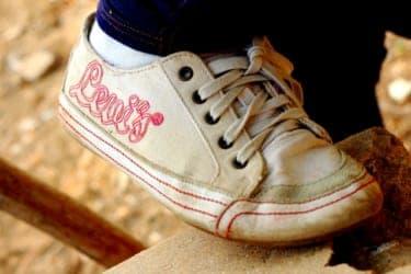 子ども靴のダサさに耐えられるか?息子がドラえもんを選ぶ問題