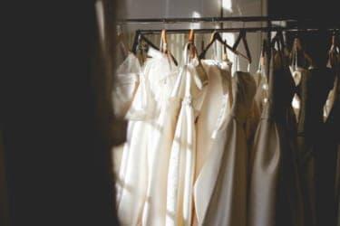 「粋」なファッションは、姿勢にも影響する。自由に買い物できる日まで『着せる女』を読もう