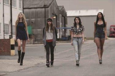 窃盗団に立ち向かう、4人の美女のセクシーな戦い『4.3.2.1』