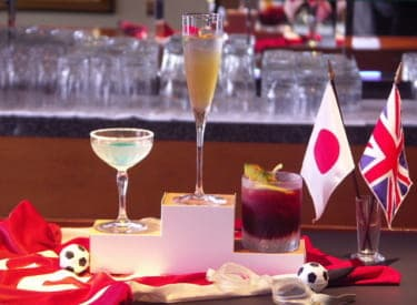 恋人とともにロンドン五輪気分をスペシャルに盛りあげる「カクテルカップ2012夏」