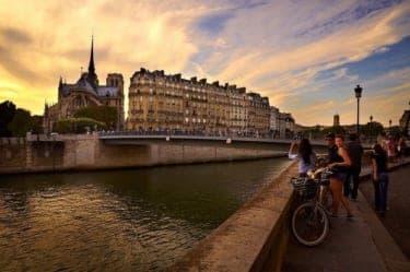 パリに住む日本人10人のリアルな生活『パリでメシを食う。』