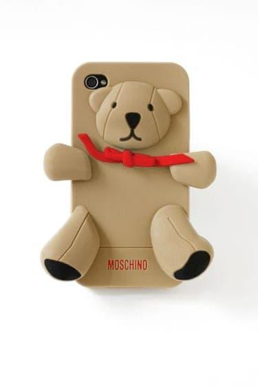 """モスキーノのクマ型iPhoneケース""""ジェンナリーノ君""""にひと目惚れ!"""
