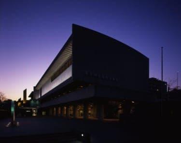 フード&ドリンクを楽しみながらパフォーマンス鑑賞! 東京国立近代美術館60周年企画『14の夕べ』