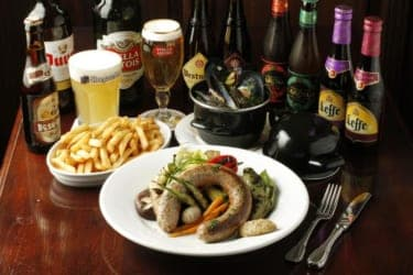 デートのシメは最高の夜景をバックに最高のベルギービール