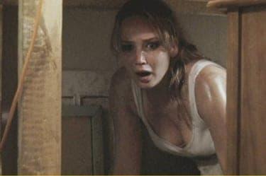 """少女に襲いかかる、隣の家の""""秘密""""とは『ボディ・ハント』"""