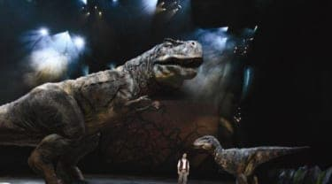 リアルな恐竜が目の前を歩く!『WALKING WITH DINOSAURS LIVE ARENA TOUR IN JAPAN』
