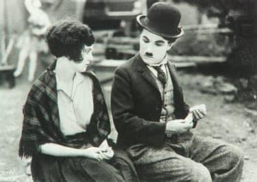 【恋に笑わされ、人生に泣かされる】史上最高の喜劇王チャップリン映画まとめ