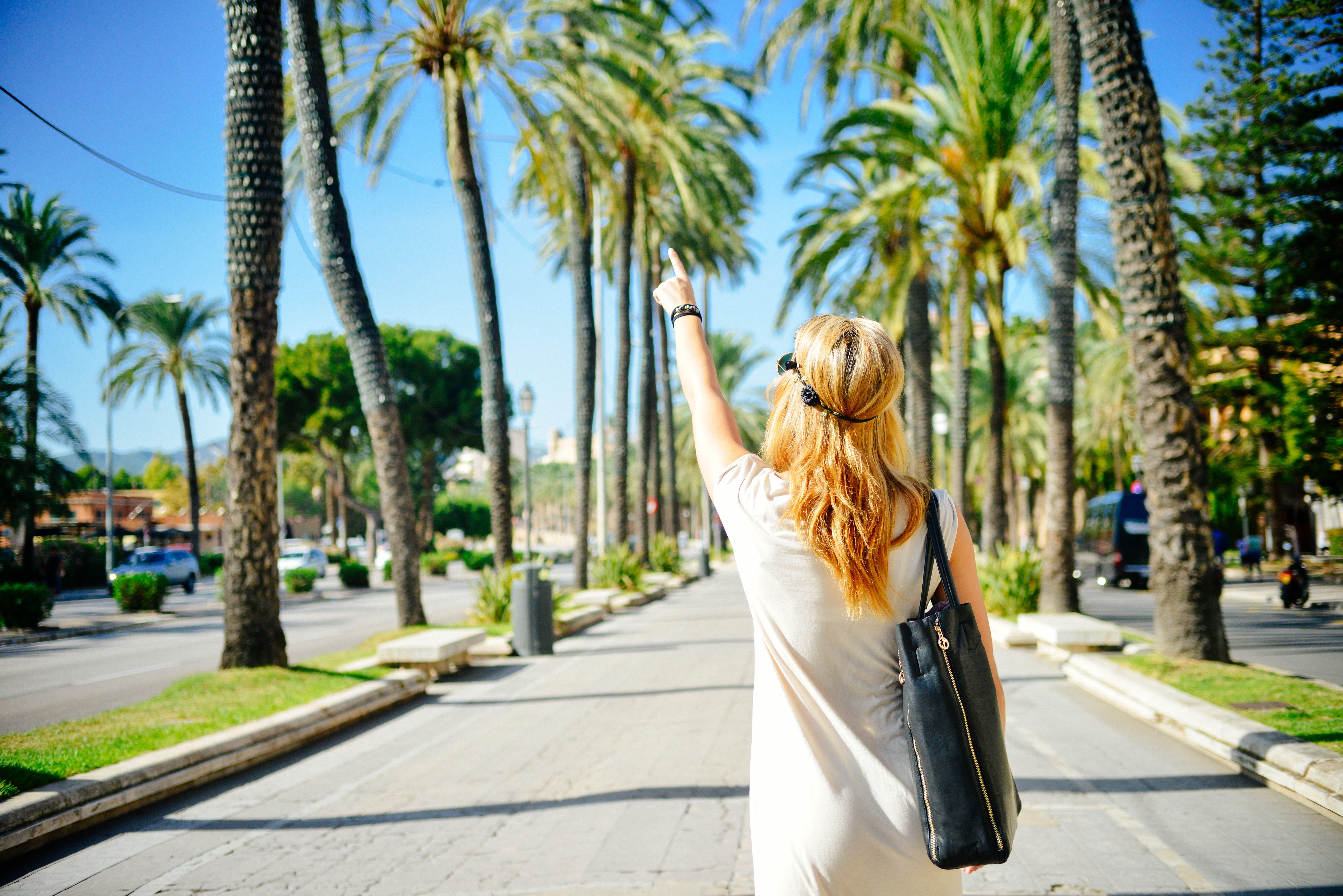 一人旅をする女の子