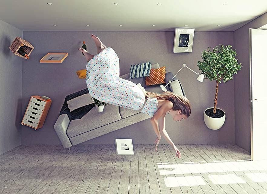 家具が浮いている部屋の画像