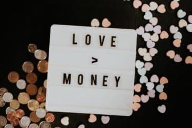月8万円で同棲できる?借金がある恋人と暮らしていた生活費の内訳