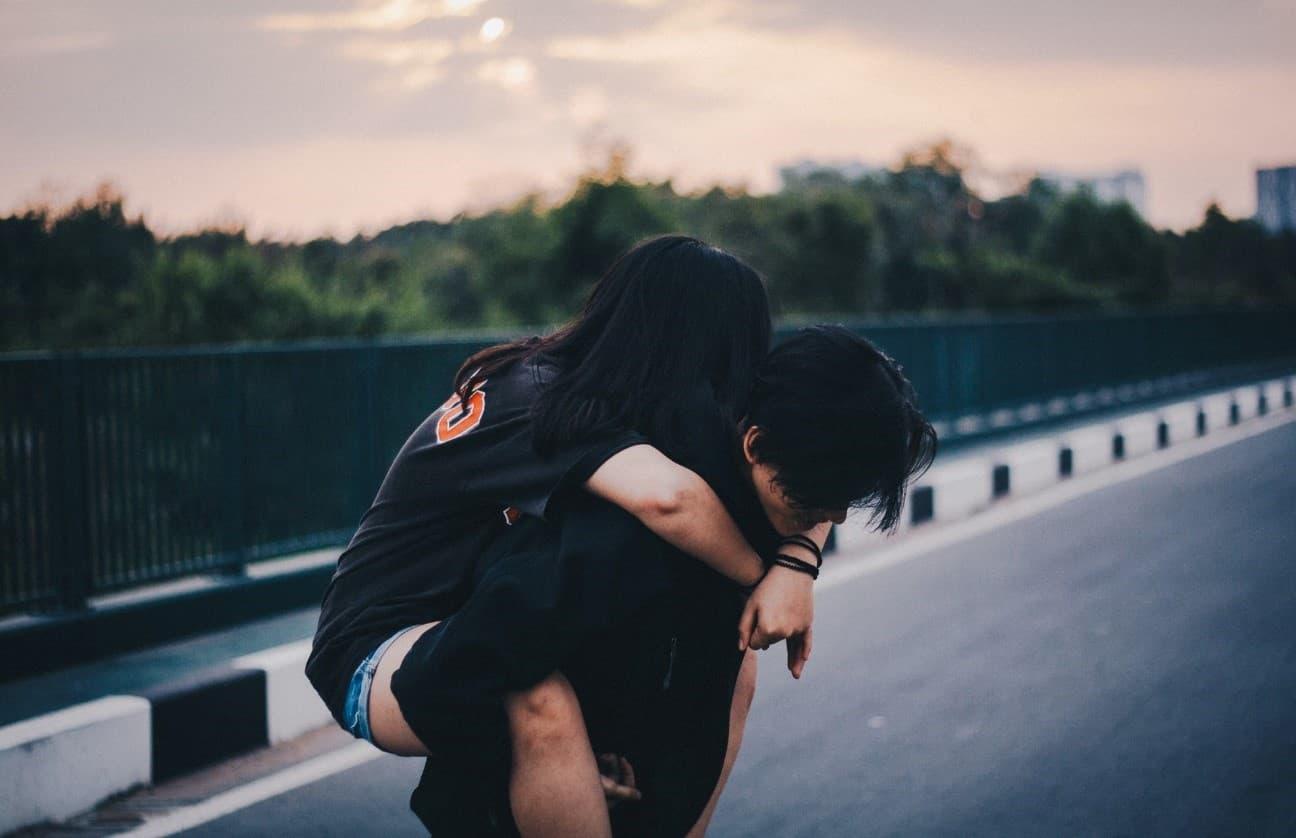 「どうせ別れるのに」仲のいい男友達からの告白を素直に受け入れられません/ものすごい愛