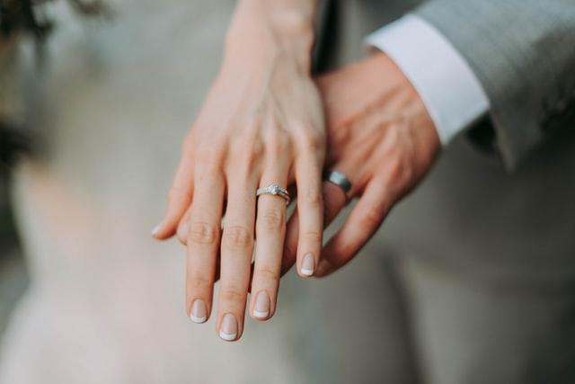 Tinderのセフレにガチ恋されて結婚しました!その道のりがハードすぎた